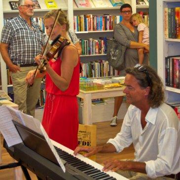 """Opening christelijke boekwinkel """"Joy-Bookcafe""""te Ommen"""
